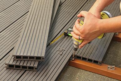 Faire construire une terrasse en bois exotique, en pierre naturelle ou en béton