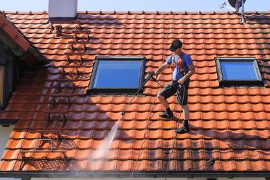 Pour votre toiture, faites appel à une entreprise spécialisée dans le nettoyage de toiture